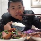 #美食##吃秀##热门#这是腊肉最简单的一种做法,不失原味~没毛病😜张家界老家妈妈亲自制作,二十几号可熏好。V:hxx18185858欢迎预定😘感谢老铁们🙏双击