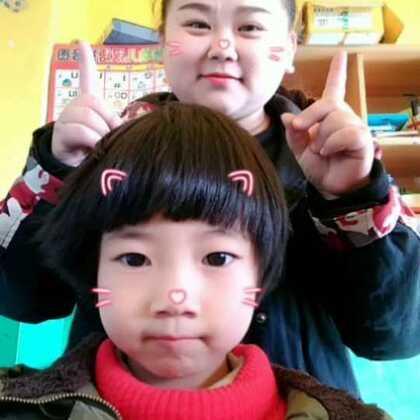 #娃娃脸手势舞#我们俩谁是娃娃脸??