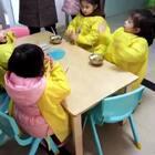 今天momo去@Aiden一帆小成都 等等的幼儿园当插班生咯,早上还不是我送去的,表现真不错#momo在成都##mo成长#