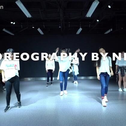#舞蹈##我要上热门##bule moon# choreography:@NenaPan /Song:孝琳-bule moon/studio:@5KMDanceStudio 每週四淮海20:05-21:05 MV.每週五長壽20:05-21:05 Hip hop