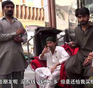 【迪拜外来巴基斯坦打工仔】迪拜是世界上最著名的打工天堂,大批巴基斯坦和印度人前来谋生、做苦力。雷探长走进打工仔的生活探秘,拍摄让迪拜老板很是生气,离开之时,巴基斯坦小伙拿着微薄工薪,送我一瓶水。#冒险雷探长##旅游##探险#