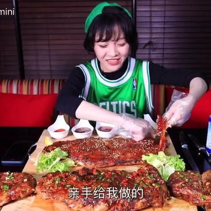 【大胃王mini】篮球少年吃了4扇猪肋排,然后登台献唱!#吃秀##热门##大胃王mini#@美拍小助手
