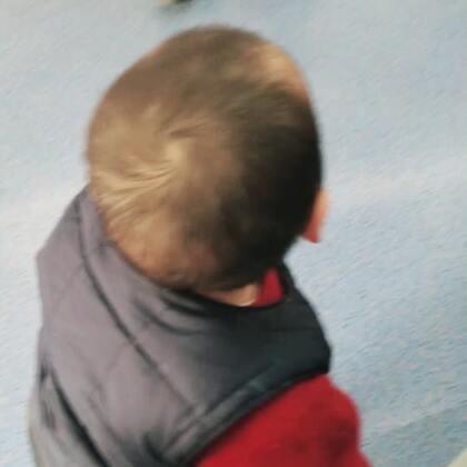 #宝宝成长记录#今天我们12M啦,体检时医院开的空调穿的少可以走好长一段路了,棒棒哒