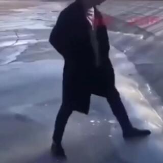 今年的冰雪天气你摔了几条街?#解锁冬奥冷姿势##萌宠暖心15秒##恋爱ing手势舞#