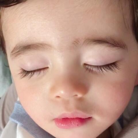【混血小Yusen森哥👦🏻美拍】森哥睡着的时候就是我放飞自我的...