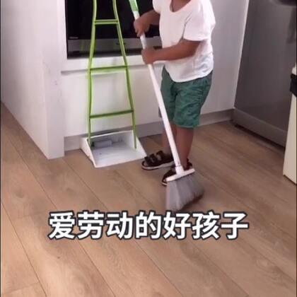 这孩子,最近突然变懂事了,放学后直接去拿了扫把和簸箕棒就帮我扫地。看的我一愣一愣的🙀🙀。#宝宝##爱劳动的好孩子##我要上热门#@宝宝频道官方账号 @美拍小助手