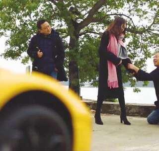 女友又跟开玛莎拉蒂的男人跑了,怎么办!#搞笑##热门##玛莎拉蒂#