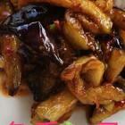 #美食#~烧兔块,鱼香茄子,兔块加花椒,香辣椒,料酒,鲜椒,葱姜蒜椒酱,火锅料,多用粉,鸡汁,青笋,胡萝卜烧的~耙软辣香。茄子加豆瓣,葱姜蒜椒酱,老抽,白糖,鸡汁,香醋,香葱烧的~油亮滋润,下饭得很。亲们中午好🍲🍛🍚🍴谢谢观看!#家常菜#