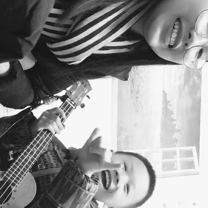 好久没发视频了,发一个我最可爱的学生吧😆安安小朋友第一次录《小情歌》,有待改进哟。ps:安安不唱歌是因为鱼刺卡到喉咙了,黑白滤镜是他自己选的我也不知道为啥😂