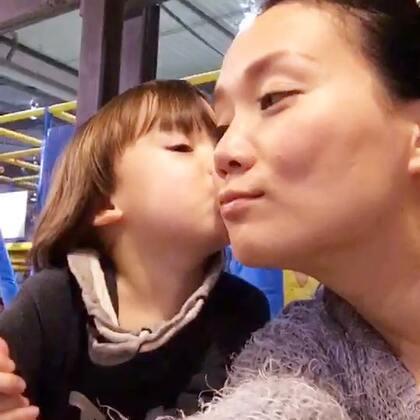 #宝宝##母子的快乐时光##荷兰混血小小志&柒#我只想说:上天是公平的!好冰啊啊啊啊!八过超幸福的!
