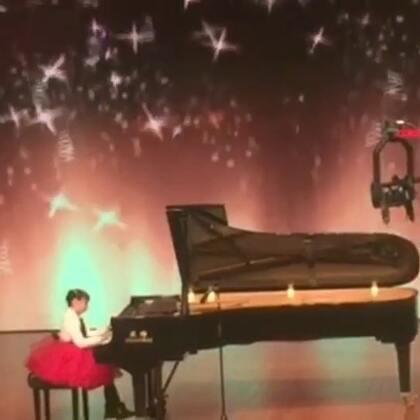 2018琴童网新年U乐国际娱乐会 奕君6岁半演奏《绣金匾》作为钢琴独奏组的特邀嘉宾表演 第二次登上合肥大剧院U乐国际娱乐厅💓2018,让我们一起努力着,快乐着💜