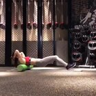 """放松和训练一样重要 希望你能像对待每次训练一样对待训练后必须要做的放松。很多朋友 尤其是女生说 我不想要硬邦邦的肌肉疙瘩亲爱的 真正好的肌肉在不充血不发力的状态下都是柔软的 你所谓的硬疙瘩可以叫它""""死肌肉"""" 那么很多人训练后放松、拉伸不够就会形成死肌肉。今天 我就来讲一下上肢的放松。"""