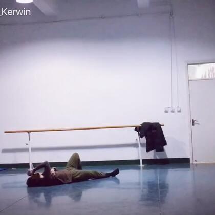 #舞蹈##现代舞即兴#理想三旬 . 已累到不行 .😩
