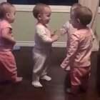 #宝宝#四胞胎相互拥抱,抱完也记不得刚才抱过谁了😂@美拍小助手 喜欢请点赞+转发 更多精彩请关注微博:一起看MV