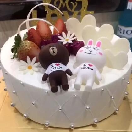 #美食##生日蛋糕##甜品#再续两个小可爱,路过的宝宝收割你们的小爱心❤️,嘻嘻😁