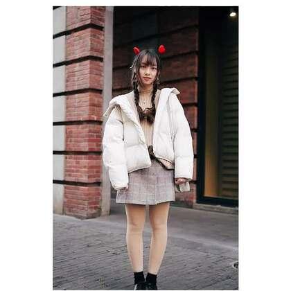 冬季潮流街拍,新年开运当然少不了最时髦的这抹红!#时尚穿搭##潮流搭配##达人穿搭#