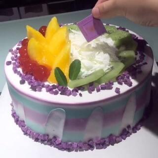 #美食##蛋糕##甜品#每天都分享不一样的蛋糕给大家,我负责发作品,你们负责帮我点赞👍,感谢支持❤️