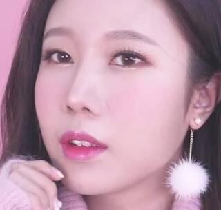#美妆时尚##我要上热门#甜蜜好气色,冬日必须来一款时尚的粉色妆容~#粉色妆容#