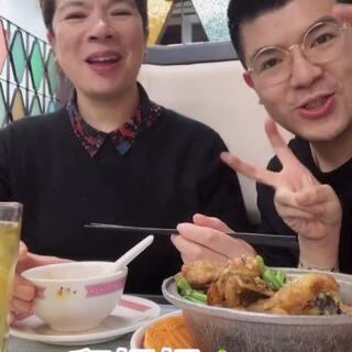 #吃秀#今天带@kiki的妈妈❤️ 来吃一家港式茶餐厅😋味道真的很好吃😋特别是那个玫瑰豉油鸡🐔也别的好吃💓宝宝们有时间多陪陪父母噢❤️#我要上热门#