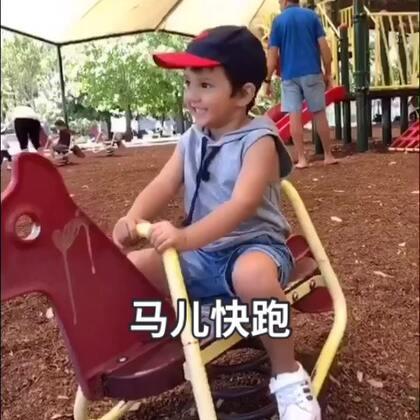 这个公园里当然也少不了孩子们的游乐场地啦。在表哥们的保护下,DanDan 玩的不亦乐乎。#宝宝##宝宝游乐园#@美拍小助手 @宝宝频道官方账号