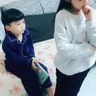 #宝宝#弟弟太喜欢这个梗了,要求姐姐陪自己演一段发自己的号.哈哈哈😂