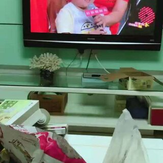 #宝宝##三胞胎#兄弟,三宝和全家的第一次综艺秀,妈妈为了三宝也是拼了,不顾一身肥肉隆重登场,😬感谢亲亲们给录的片段😘😘😘