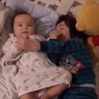 #宝宝##兄妹俩##荷兰混血小小志&柒#娃儿们都起床了,准备去学校啦!
