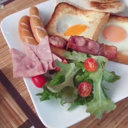 #馒头泰国行# 你们知道封面是谁的午餐吗?没错,是馒头的午餐😆人生中第一顿西餐🍴小馒头要吃爽吃嗨了 #馒头第一次##宝宝#