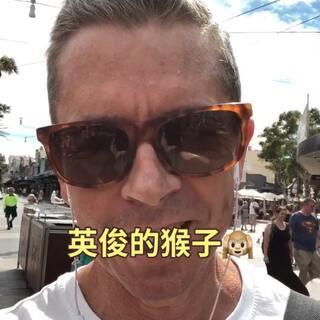 """在海滩的小音乐会🎤🎸🏖🙉 ———————— 对不起,我正在学习说普通话。 我说得不好 欢迎来到澳大利亚 - 我叫罗宾,住在悉尼。 叫我""""英俊的猴子"""" 澳大利亚很美,有很多友善的人。 请访问下一个假期。 我们想见你。 你在这里受欢迎。 #在沙滩上 #澳大利亚 #英俊的猴子 #罗宾 #旅行 #假日"""