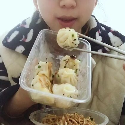 虾仁生煎包、肉末葱油拌面🍜#吃秀##美食##购物分享#