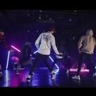 嘉禾男团Drips@_DRIPS_ 又一新作!这个光也太好看了!舞蹈也是一如既往的舒服!Do You Got It?@嘉禾舞社国贸店 @韦健WillJay #舞蹈##嘉禾舞社#