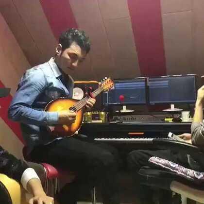 藏族歌手谢旦视频官的美拍