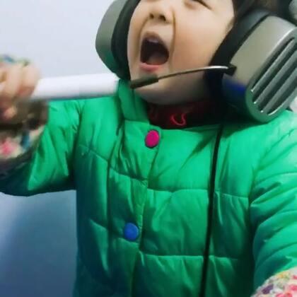#宝宝##音乐#😂😂😂激情演唱一曲!没听到最后,有几个人能听出来她唱的啥……?哈哈哈哈哈哈哈