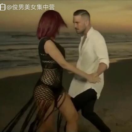 在沙滩上跳舞的感觉真好,爱的Bachata. 💃🕺@小冰 #俊男美女乐开怀##最真祝福跳出来##莫名其妙爱上你#