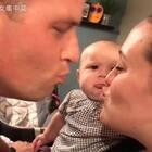 爸爸妈妈亲吻,女儿吃醋哭了。😚😚😂Baby Ella is jealous of kissing. | Matt Hanneken @小冰 #俊男美女乐开怀##不靠谱的爸妈##宝宝#