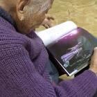 怎么有这么可爱的大奶奶!她今年一百岁了!感恩她这么健康!第一次看《寻梦环游记》的时候就觉得coco很像我大奶奶[可爱] 很开心 她还是记得我 ❤️快过年了,大家一定要多陪家人 。不要总想着自己玩了😒😒