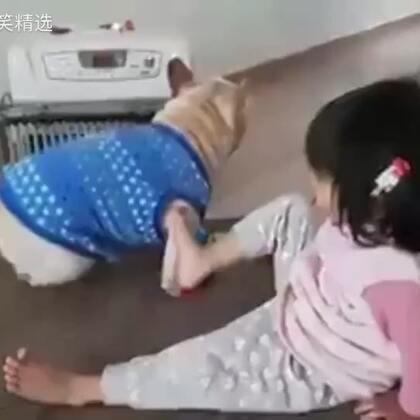 在暖炉面前,哪来的姐妹情😂😂😂#全球搞笑精选#