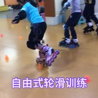 #宝宝##运动##轮滑#风睿轮滑馆的小朋友们自由式轮滑操练起来