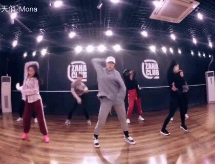 #运动##舞蹈#好听的U乐国际娱乐 舒服的舞蹈 后面的同学都是基础班的 进步大大哒😘U乐国际娱乐是#《havana》#编舞是 Youjin Kim