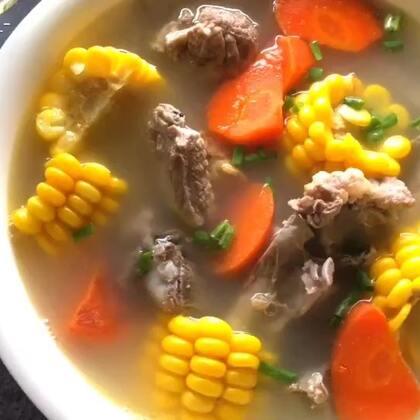✨排骨玉米汤✨一道永远喝不腻的汤😂每天在公司喝最多的一道汤☺#暖心暖胃汤##腊八美味粥##燕子窝_-##我要上热门@美拍小助手#