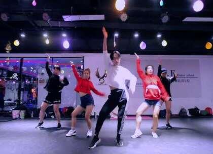 #舞蹈##爵士舞## Kiss It Better#【欲非舞蹈】百人一线强化班田田导师最新随堂Rihanna - Kiss It Better.能单曲循环的一首歌,能连续好多遍的一支舞,很欢快很嗨,看得好开心!😁😁田田老师即将有一支特好看的MV来袭,请持续关注欲非流行舞美拍!😊😊