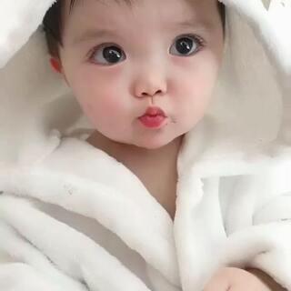 #萌宝晒睫毛##宝宝#小嘴吃的真埋汰啊!