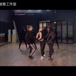#金请夏 - Roller Coaster# 镜面练习室版😄😄快点翻跳护胸舞。#舞蹈##敏雅韩舞专攻班# 公众号:MinyaCola