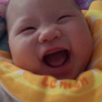 终于偷拍到你的笑声了😁#宝宝#特别喜欢你睡醒时,朝着妈妈笑的样子😘瞬间觉得不困了😂#萌宝成长记#