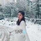 ❄️芳华❄️#舞蹈#终于下雪了,北方人在南方看见雪的感觉太好啦!你们一直想看的芳华,在雪地里随意来了一段,地上滑蕊蕊努力跳了,喜欢记得点一个赞❤️哦~