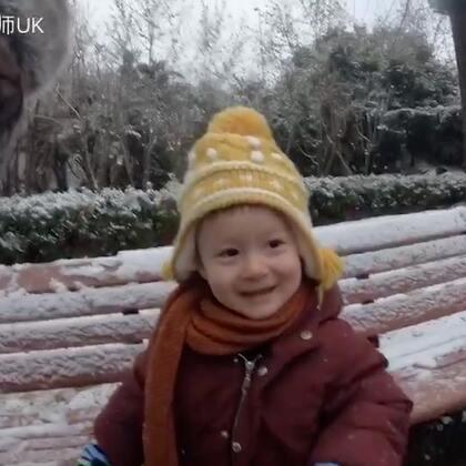 ❄️上海下雪了❄️ 这是我的儿子第一次看到雪。我带他去公园玩雪,让后我们被两个熊孩子打雪仗!快关注我的儿子@Ernie蒋欧力 https://shop.m.taobao.com/shop/shop_index.htm?user_id=443900030&item_id=556848283996&spm=a1z3i.7c.0.ishopheader