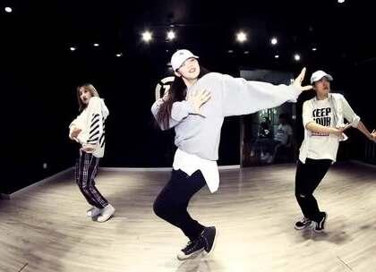 喜欢权志龙的必须要看这个舞!@嘉禾舞社草桥店 @毕小清-BXQ #舞蹈##嘉禾舞社#