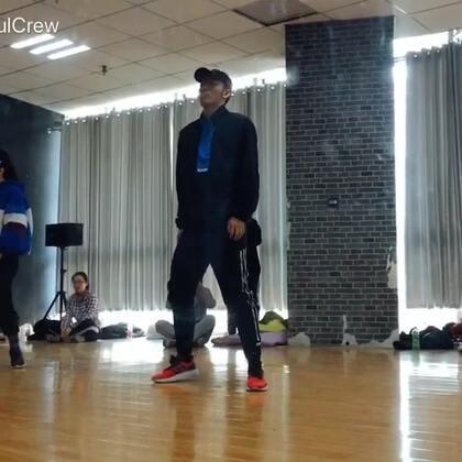 #KingSoul# 音乐 psycho(pt.2)编舞:我 喜欢了很久的音乐 也用了最舒服的感觉编了它 周天会拍出视频 enjoy❤#舞蹈#