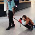 🐻teddy bear on tour, saving his cute legs🐻#宝宝#熊#