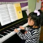 5岁的77 ,最近在弹奏快速指法练习,小家伙自己喜欢弹钢琴 妈咪负责记录😋#钢琴##宝宝##热门#